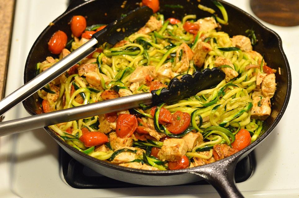 Piletina s tikvicama i cherry rajčicama za laganu i brzu večeru!