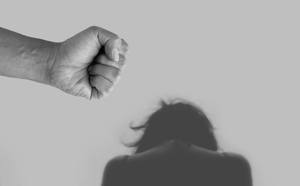 Zbog čega žene ostaju u vezi sa zlostavljačima?