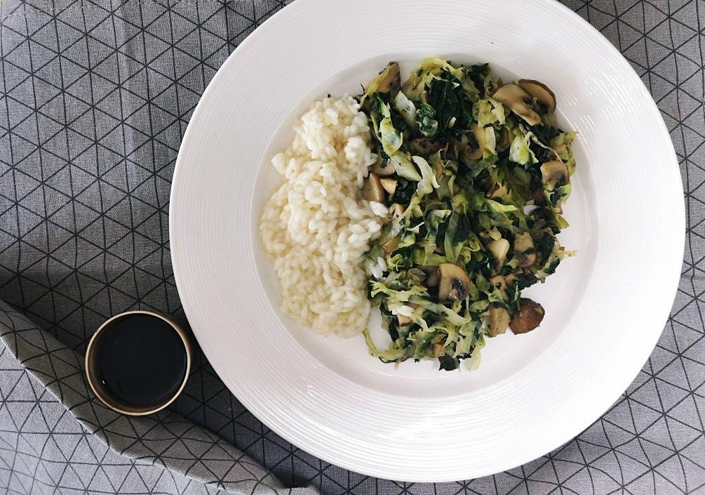 U potrazi za ukusnim špinatom ili Špinat, kupus i gljive u woku