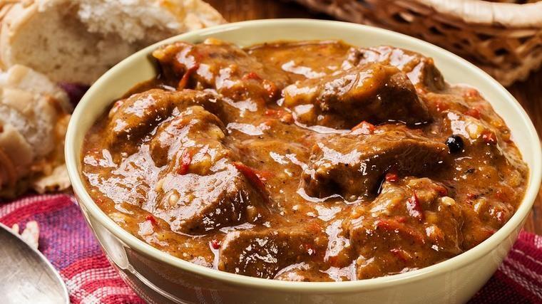 Gulaš s tjesteninom: Ručak za obiteljsko okupljanje! (RECEPT)