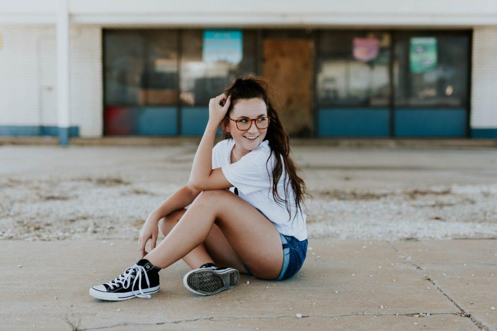 Život moderne mladeži koja vizualizira mantra privlači i čeka da joj sve u krilo padne!