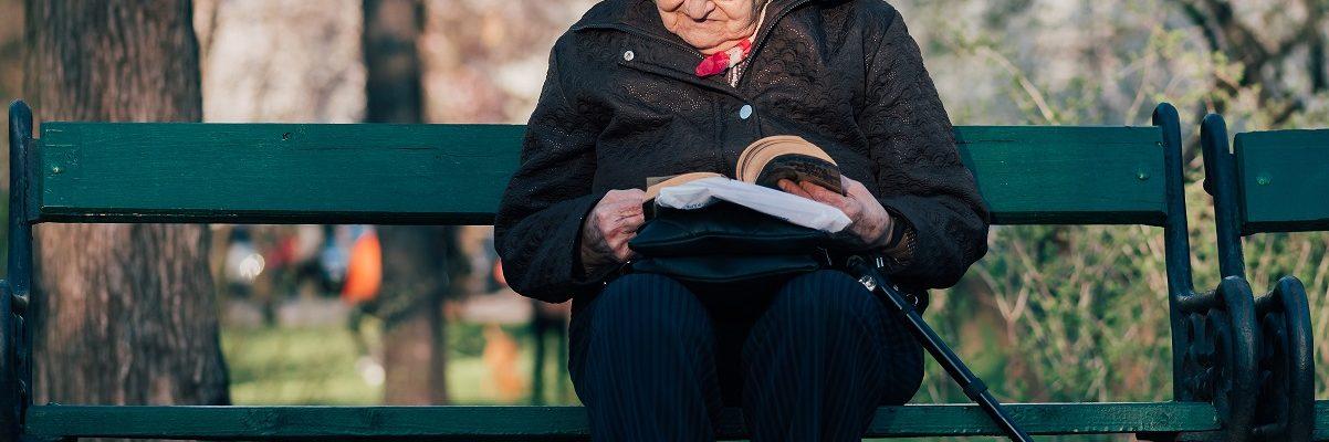 Mudrost jedne starice: Sve više čitam knjige i sve manje brišem prašinu...