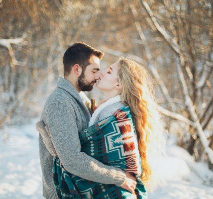 Ljubav jest idilična emocija i da ona pobjeđuje vjerske razlike..., Pismo svim muškarcima: Zagrljaj jači od straha , Ljubavni horoskop za studeni: Neke gađa Amorova strelica, neki joj vješto izmiću...