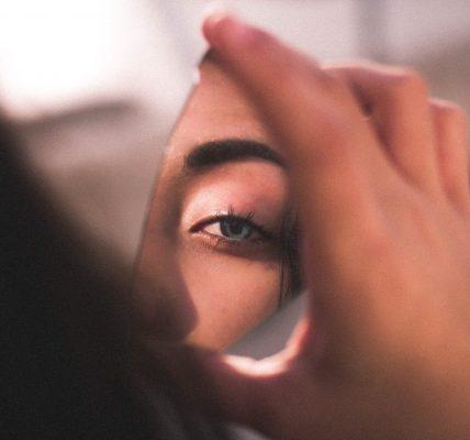 Ogledala, Što vidiš kad se pogledaš u oči?