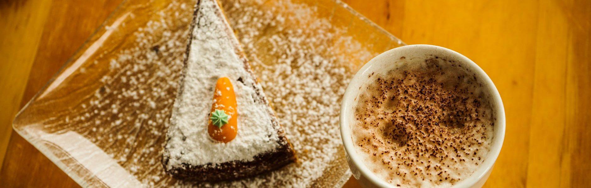 Slastica bez pečenja – Bijela torta od mrkve