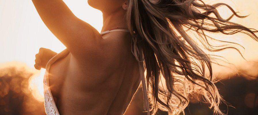 Žena boginja – Ona ide odlučno čvrstim korakom svojim