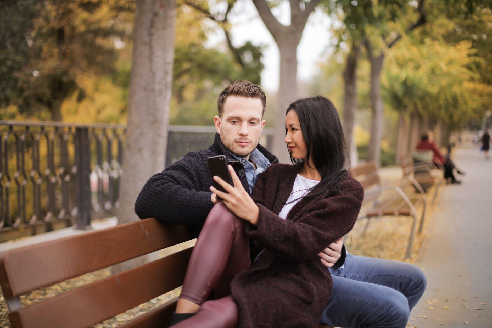 Ljubavni horoskop za travanj – usprkos svemu ljubav je u zraku!