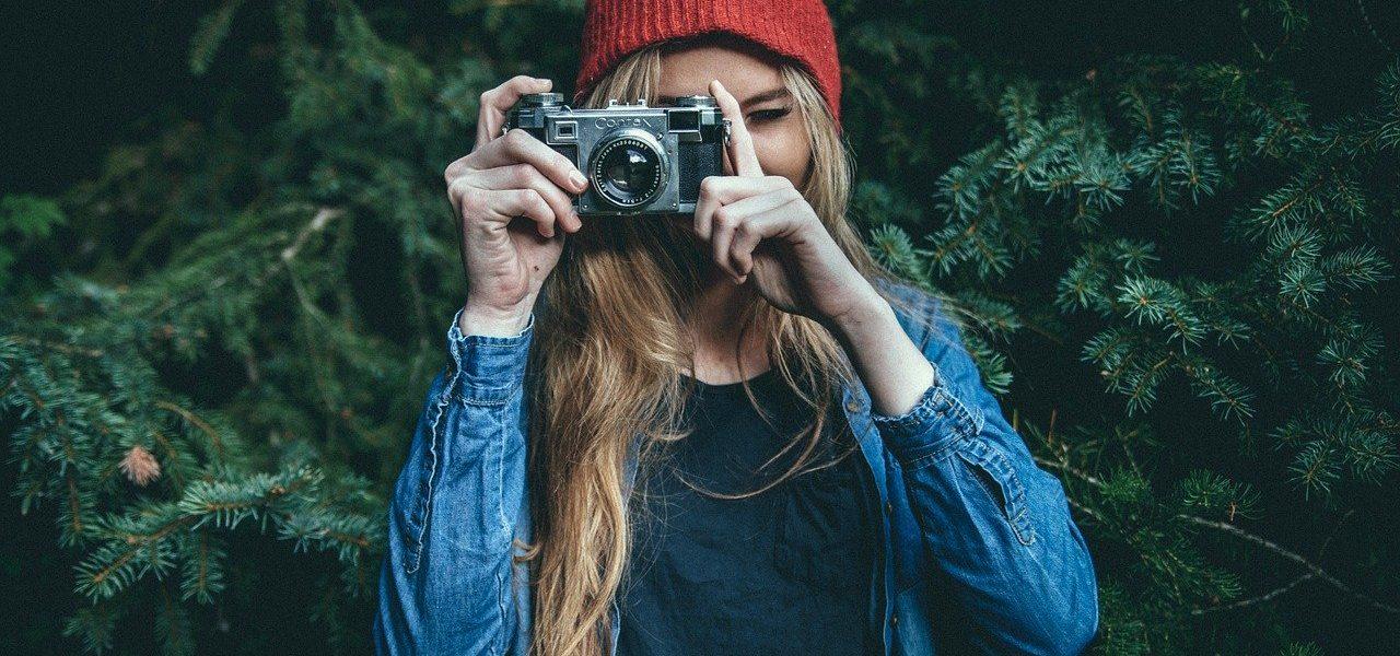 devojka-fotoaparat