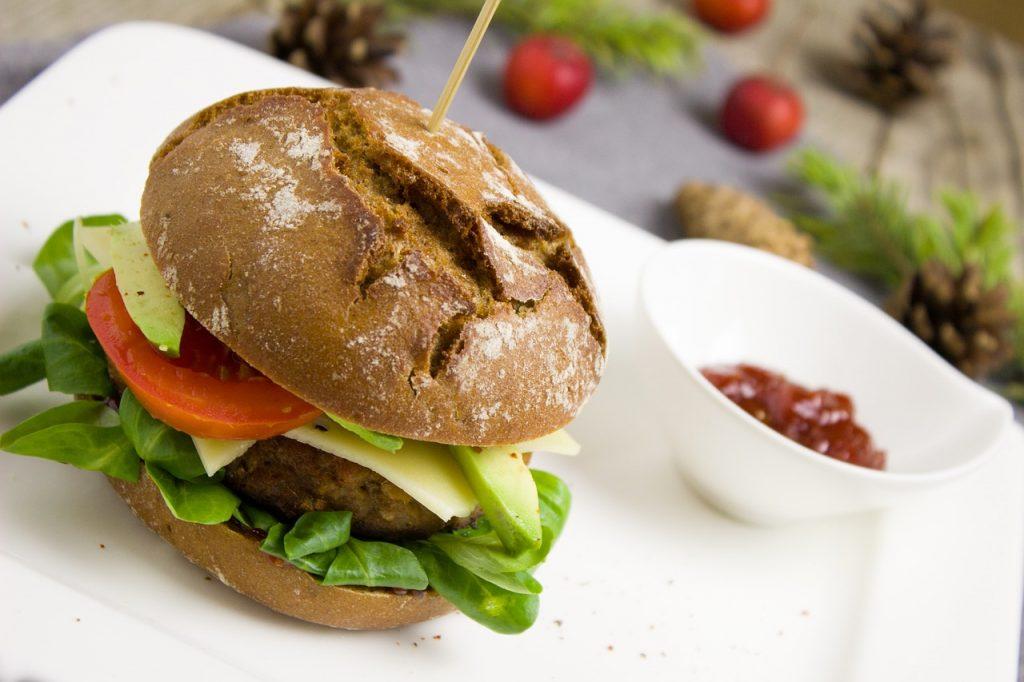 Brzi domaći vegetarijanski burger: za prste polizati