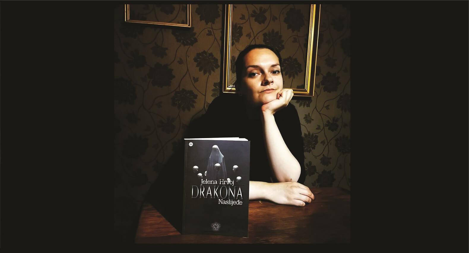 "Mlada hrvatska književnica Jelena Hrvoj izdala je peti roman – psihološki triler s elementima horora pod nazivom ""Drakona – Naslijeđe"""