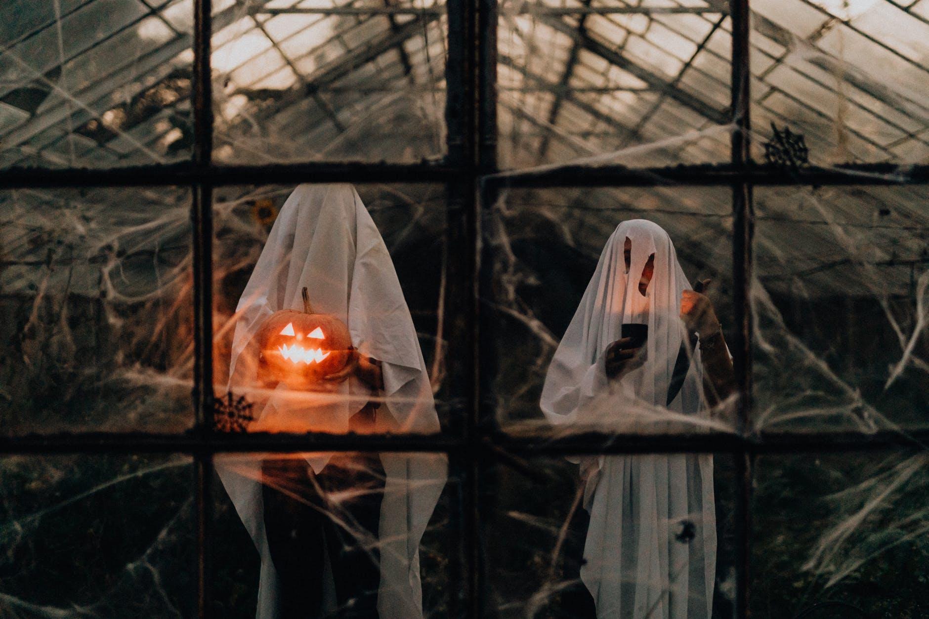 Uoči Noći Vještica jedno zanimljivo pitanje: Trebamo li se bojati duhova?
